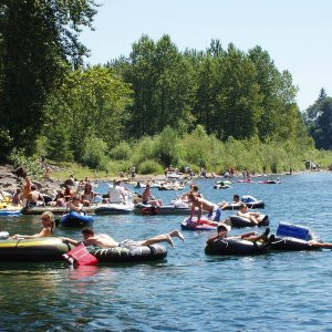 A bit Crowded on the Clackamas